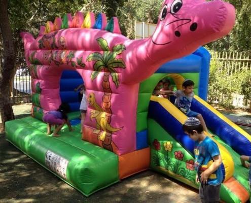 מתקנים מתנפחים לילדים - טירה מתנפחת